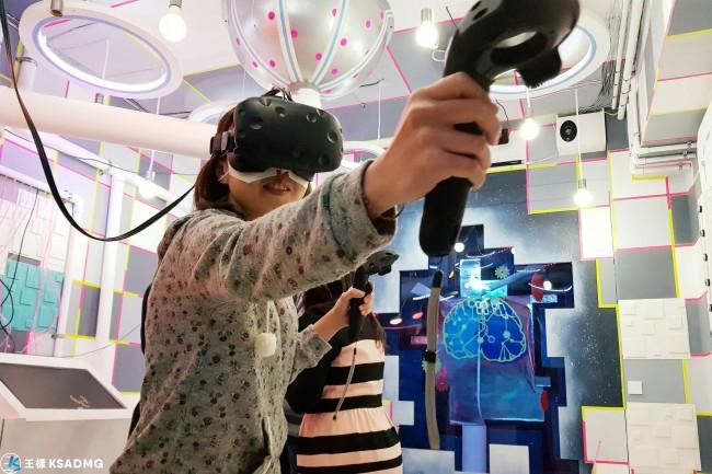 【密室解謎】腦力大激盪,《潛往___》VR實境解謎遊戲